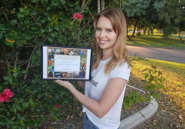 Elina Walsh with her Hero to Animals Award.