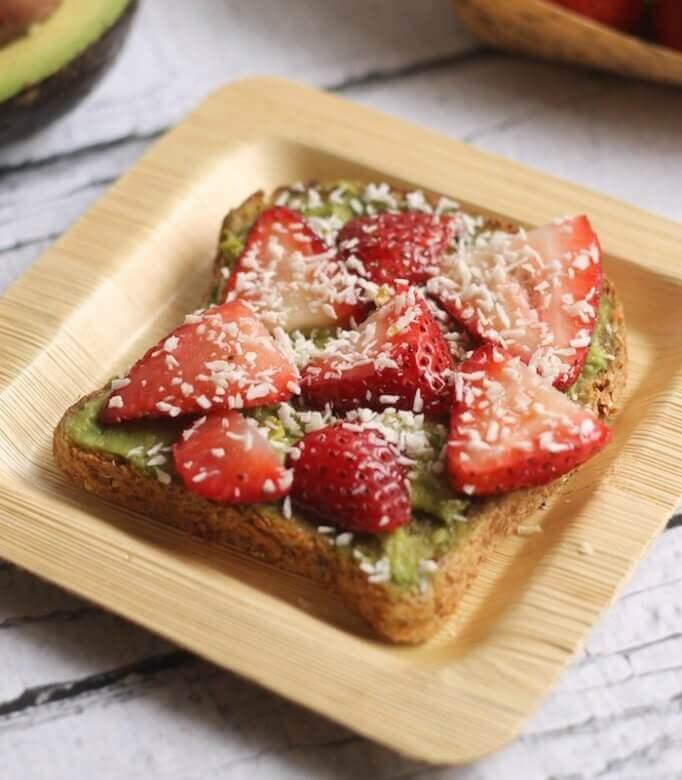 hummusapien-avocado-strawberry-toast