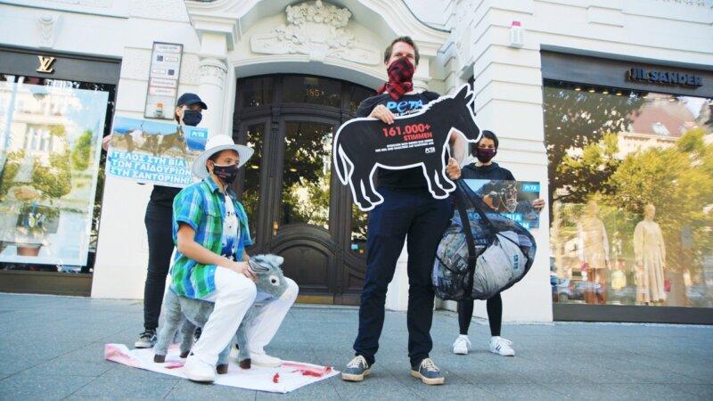Image shoes demonstration outside Greek embassy in Berlin